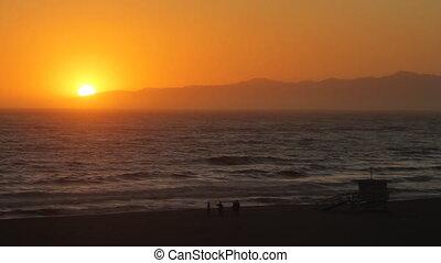 Venice beach sunset timela