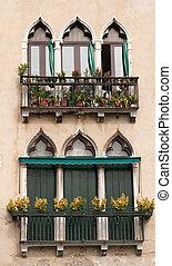 Venice vintage windows. - Decorative windows in Venice.
