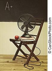 ventilatore, sedia, libri, vecchio, mela