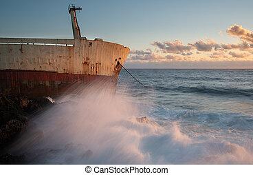 vento, ondas, navio, oceânicos, sunset., durante, abandonado, tempestuoso, grande