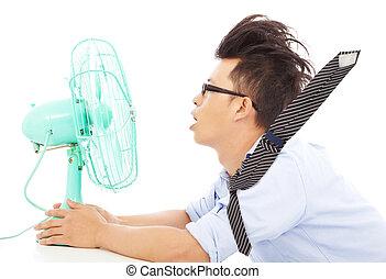 verão, calor, homem negócio, uso, ventiladores, para, esfrie