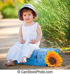 verão, criança, ao ar livre, feliz, sentando
