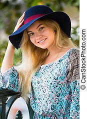 verão, dique, na moda, loura, retrato, menina, chapéu, dia
