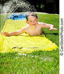 verão, mola, escorregar, dia, água, quentes, criança, durante, feliz, ou, fresco