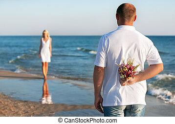 verão, mulher, seu, romanticos, buquet, par,  valentines,  -, ou, esperando, conceito, flor, mar, casório, homem, namorando, praia, Dia, amando
