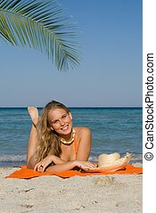 verão, mulher sunbathing, férias, praia, feliz