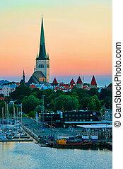 verão, noite, estonia., panorâmico, tallinn, vista