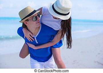 verão, par, jovem, férias, divirta, durante, feliz