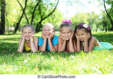 verão, parque, tocando, crianças