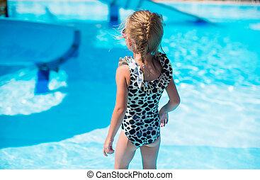 verão, pequeno, aquapark, durante, menina, feriado