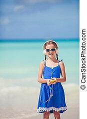 verão, pequeno, férias praia, ativo, durante, menina, adorável