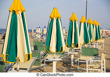verão, praia., italy., linhas, loungers, noite, guarda-chuvas, fechado, rimini, praia, vazio