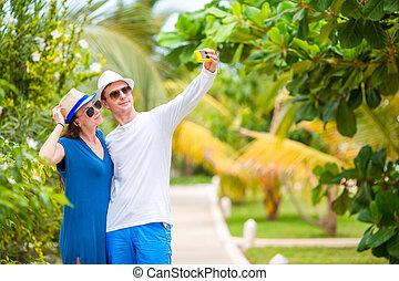 verão, relaxante, férias par, fazer, selfie, feliz