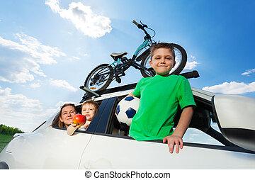 verão, sporty, carro familiar, viajar, feliz