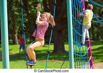 verão, tocando, pátio recreio, crianças, feliz