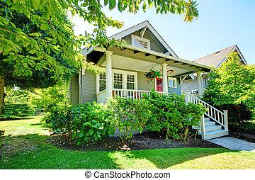 veranda, casa, grigio, railings., piccolo, bianco