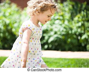 verano, poco, primer plano, aire libre, tomado, niña, adorable
