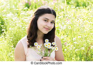 verano, pradera, ramo, adolescente, niña, margaritas
