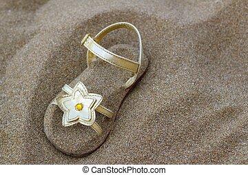 verano, sandalia, estrella, arena de oro, enterrado, playa