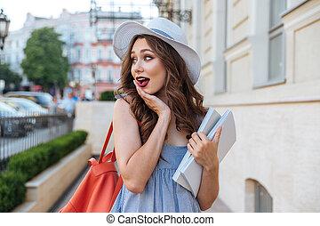 verbaasde vrouw, met, schooltas, en, leeg, boekjes ,...