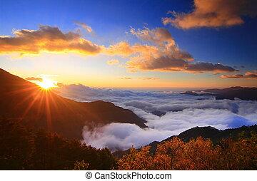 verbazend, zonopkomst, en, overzees van wolk, met, bergen