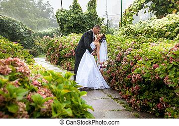 verbuiging, bruid, op, bruidegom, park