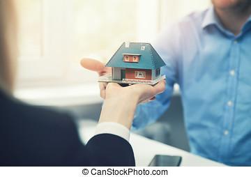 verdadero, cliente, propiedad, casa, agente, arquitecto, presentación, modelo, o