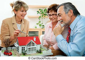verdadero, discutir, agente inmobiliario
