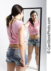 verdadero, mujer joven, mirar, un, espejo