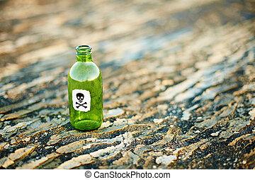 verde, botella de vidrio, de, veneno