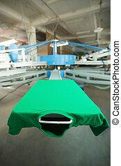 verde, roupa, ligado, tela seda, imprimindo, máquina