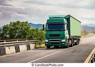 verde, semi-camion, spostamento, sopra, il, ponte