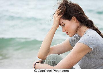 verdrietige , en, omgooien, vrouw, diep in gedachte
