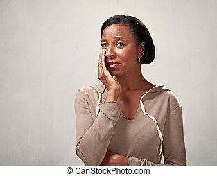 verdrietige , het schreeuwen, zwarte vrouw