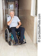 verdrietige , hogere mens, zittende , in, een, wheelchair