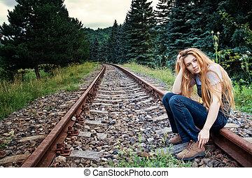 verdrietige , zelfmoord, eenzaam, vrouw, op, spoorwegweg