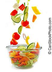 verduras frescas, caer, en, el, tazón de vidrio