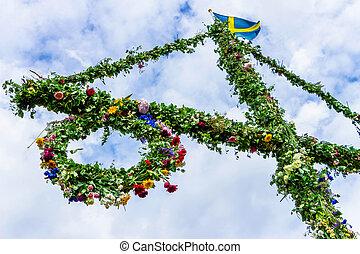 verfraaide, maypole, flowers.