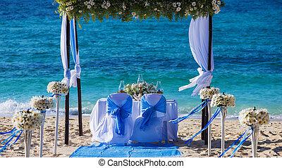 verfraaide, trouwfeest, tafel, op het strand, zacht, avond, licht