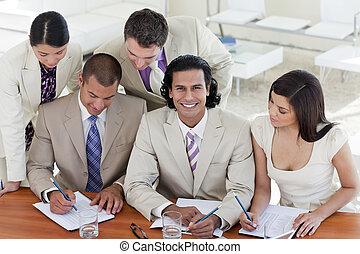 vergadering, handel team, multi-etnisch