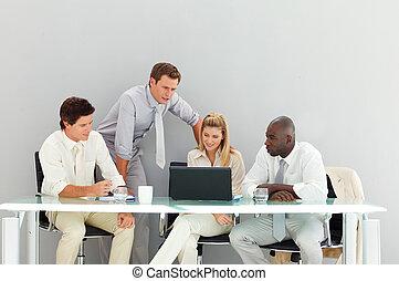 vergadering, het op elkaar inwerken, zakenlui