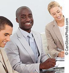 vergadering mensen, het glimlachen, zakelijk