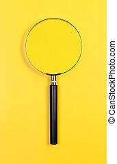 vergrößerungsglas, gelber , hintergrund.
