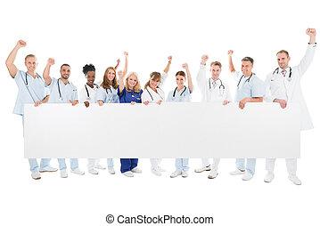 verheven, medisch, leeg, armen, vasthouden, team, buitenreclame, vrolijke