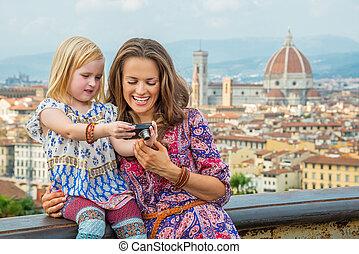 verificar, contra, fotos, cámara, madre, nena, cacerola, ...