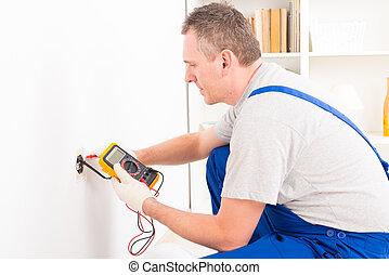 verificar, electricista, enchufe