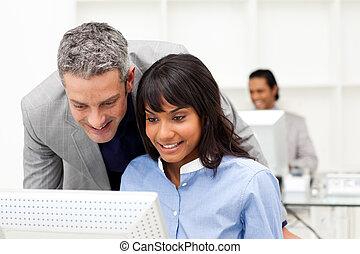 verificar, employee\'s, director, el suyo, trabajo