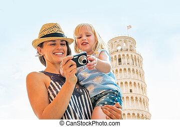 verificar, fotos, cámara, madre, bebé, retrato, niña, feliz