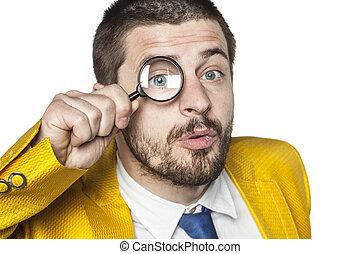 verificar, homem negócios, tudo, dados, thoroughly
