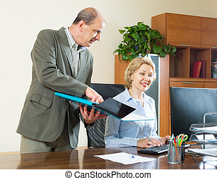 verificar, jefe, trabajo, secretario